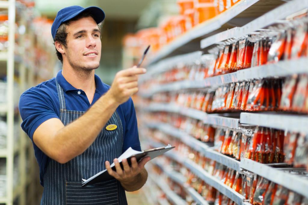 grocery store employee wearing an apron